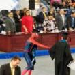 Va a su ceremonia de graduación vestido de 'Spiderman' y causa furor [VIDEO]
