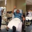 Enfermeras animan a sus pacientes con divertido baile [VIDEO]